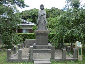 中山愛子像(亀岡公園内)